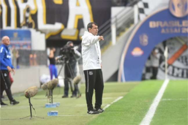 Carille obteve primeira vitória no Peixe (Foto: Divulgação / Santos FC)