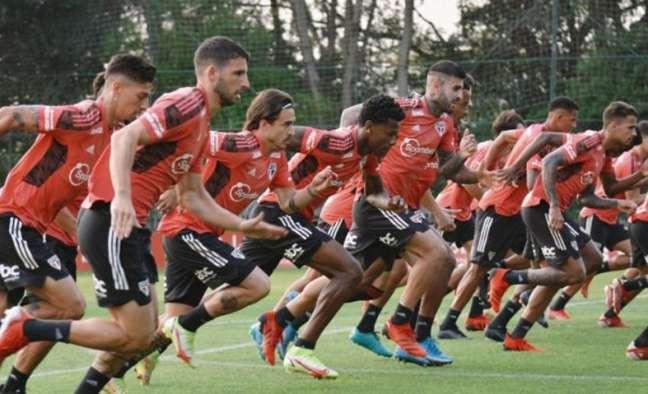 O São Paulo realizou o último treino neste domingo antes de viajar para Cuiabá (Foto: Erico Leonan/saopaulofc.net)