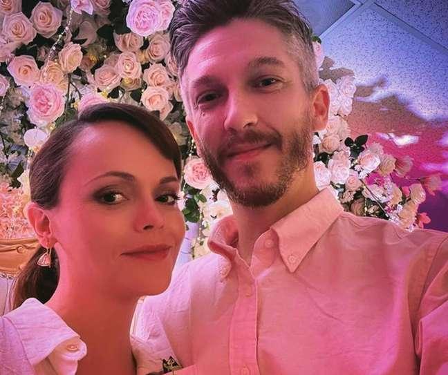 Christina Ricci se casou com o hairstylist Mark Hampton, com quem espera um bebê