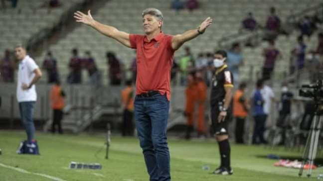 Renato gesticula durante a vitória do Flamengo contra o Fortaleza (Alexandre Vidal / Flamengo)