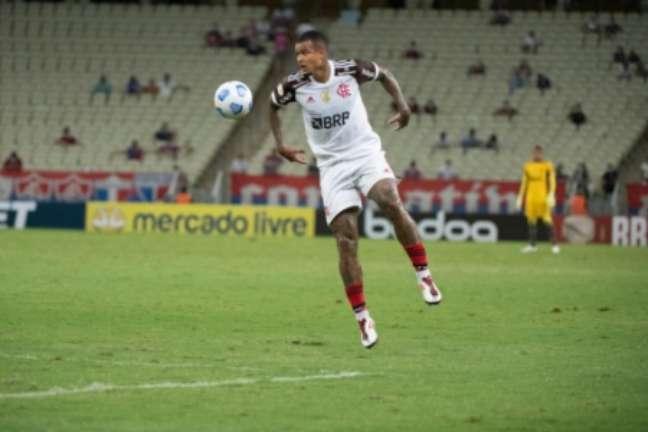Kenedy chegou a cinco jogos pelo Flamengo, mas ainda não iniciou um jogo como titular (Foto: Alexandre Vidal / Flamengo)