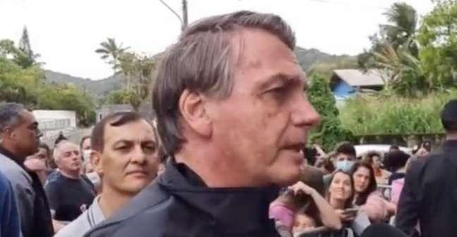 Presidente Jair Bolsonaro reclamou da exigência de comprovante de vacinação para assistir à partida do Santos no estádio (Reprodução / Twitter)