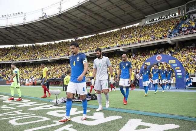 Brasil entra em campo para mais uma apresentação decepcionante (Foto: Lucas Figueiredo/CBF)
