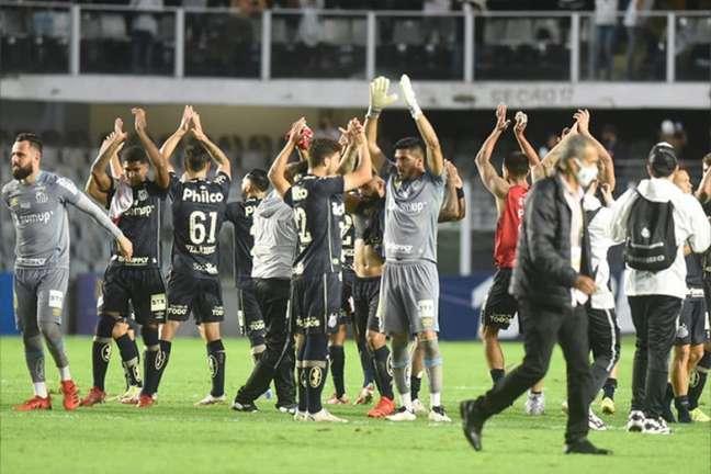 Jogadores do Santos agradecem aos torcedores pelo apoio contra o Grêmio (Foto: Ivan Storti / Santos FC)