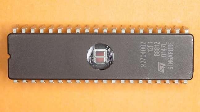 EPROM ST M27C4002