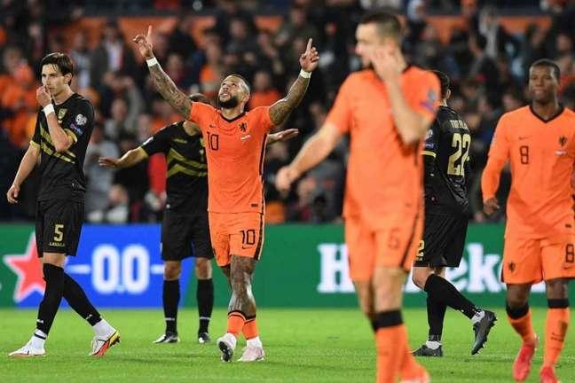 Depay é o artilheiro das Eliminatórias Europeias com nove gols marcados (Foto: JOHN THYS / AFP)