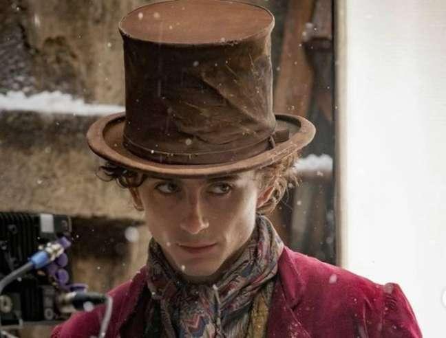 Timothée Chalamet divulga primeira foto como o novo Willy Wonka.