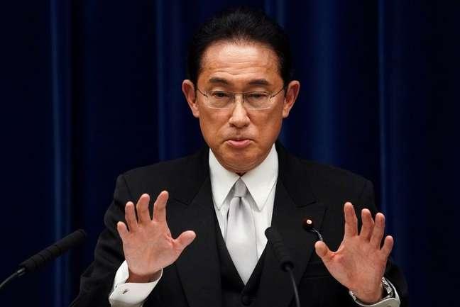 Primeiro-ministro do Japão, Fumio Kishida, durante entrevista coletiva em sua residência oficial em Tóquio 04/10/2021 Toru Hanai/Pool via REUTERS