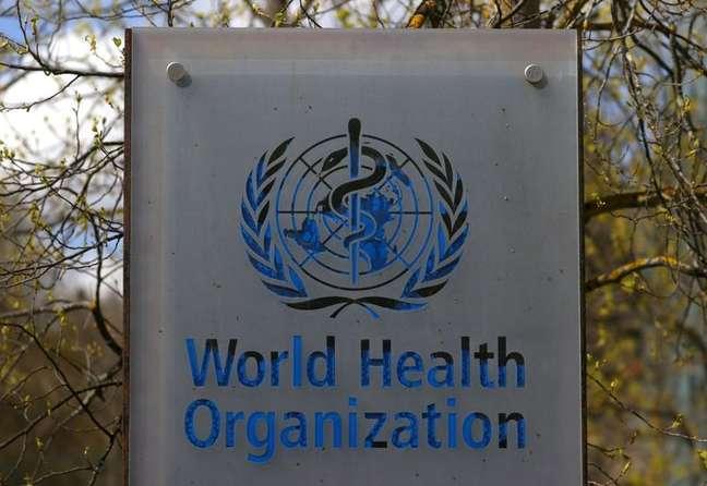 Logo da OMS na sede da entidade em Genebra 06/04/2021 REUTERS/Denis Balibouse
