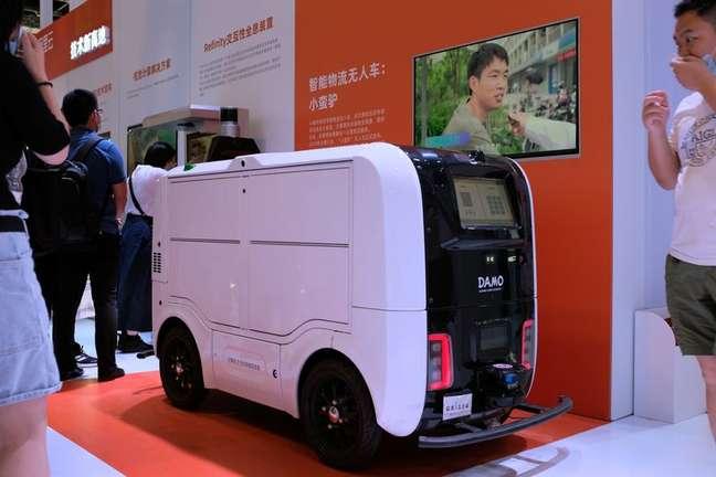 Veículo de entrega autônomo é apresentado em feira mundial sobre inteligência artificial em Xangai 08/07/2021 REUTERS/Yilei Sun