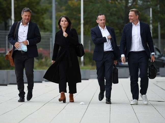 Líderes dos Verdes e do FDP chegam a encontro com SPD para negociações sobre a formação de uma coalizão de governo na Alemanha 11/10/2021 REUTERS/Annegret Hilse