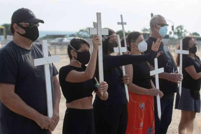 Protesto contra Bolsonaro após Brasil atingir marca de 600 mil mortes