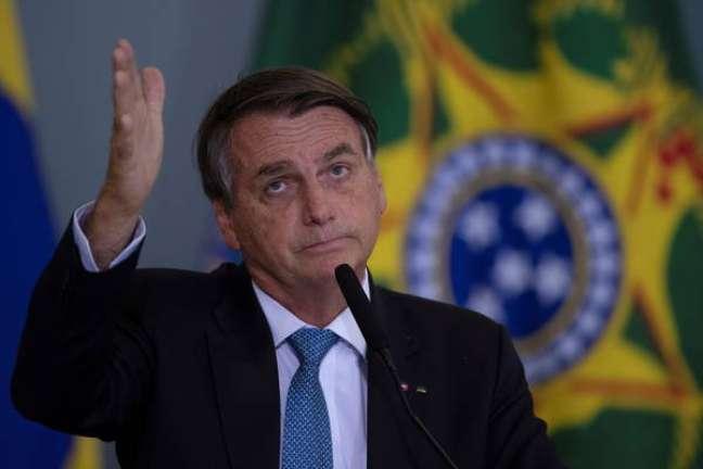 Moraes prorroga inquérito sobre interferência de Bolsonaro na PF