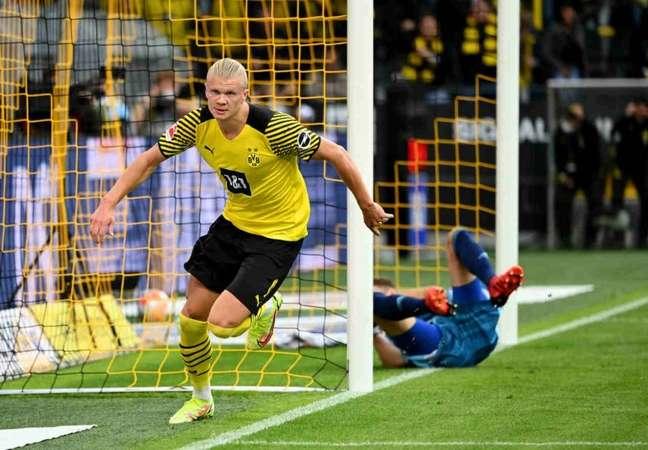 Erling Haaland já balançou as redes 11 vezes pelo Borussia Dortmund nesta temporada (Foto: INA FASSBENDER / AFP)