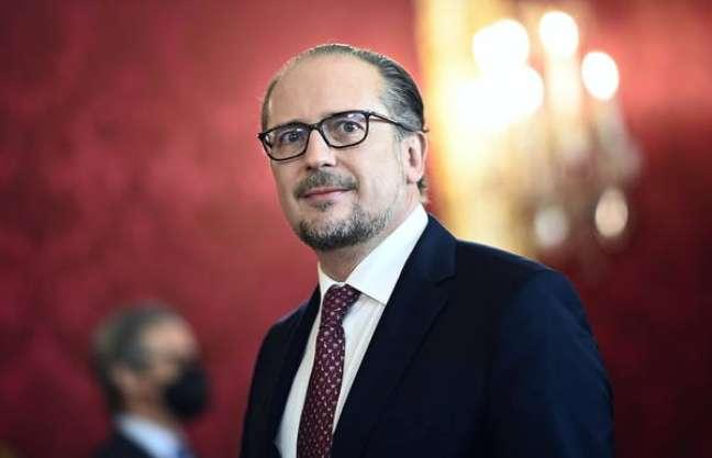 Schallenberg substitui Kurz após escândalo de corrupção