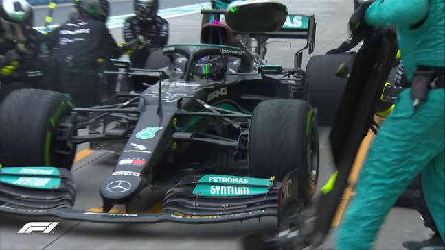 Lewis Hamilton fazendo sua parada