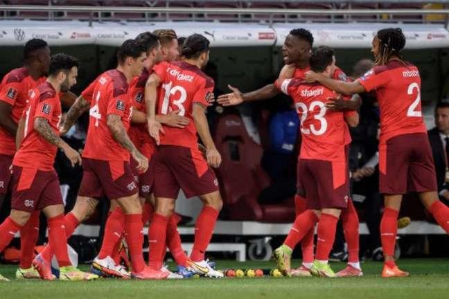 Suíça aplicou goleada na Lituânia e ocupa a vice-liderança do Grupo C (Foto: FABRICE COFFRINI / AFP)
