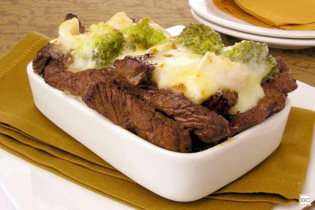 Guia da Cozinha - Tiras de carne ao requeijão para uma refeição rápida