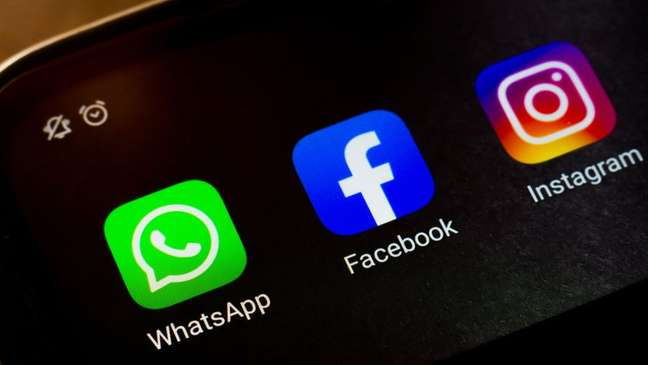 Muitas empresas agora dependem fortemente dos serviços do Facebook, como WhatsApp e Instagram, para manter contato com os clientes