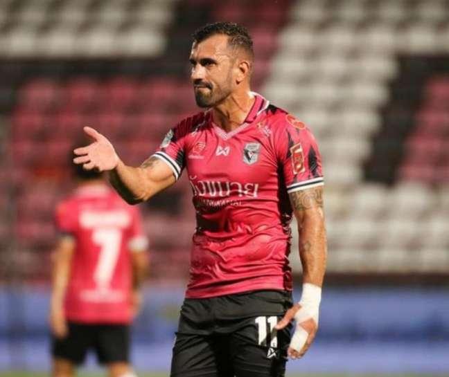 Douglas vive um bom momento no futebol tailandês (Foto: Divulgação/assessoria do jogador)