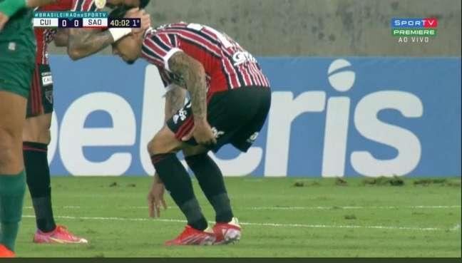 Rigoni sentiu lesão na coxa esquerda e precisou ser substituído (Foto: Reprodução/SporTV)