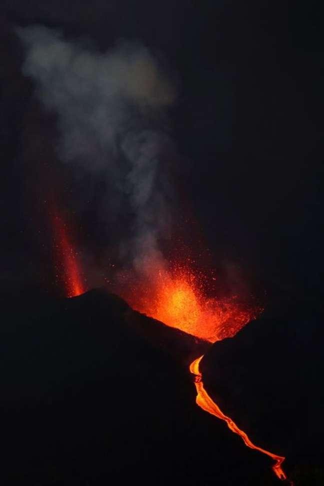 Vulcão Cumbre Vieja continua em atividade na ilha de La Palma. 12/10/2021. REUTERS/Sergio Perez