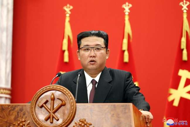 Imagem do líder norte-coreano Kim Jong Un, sem data, liberada em 11/10/2021 pela agência estatal KCNA. KCNA/via REUTERS.
