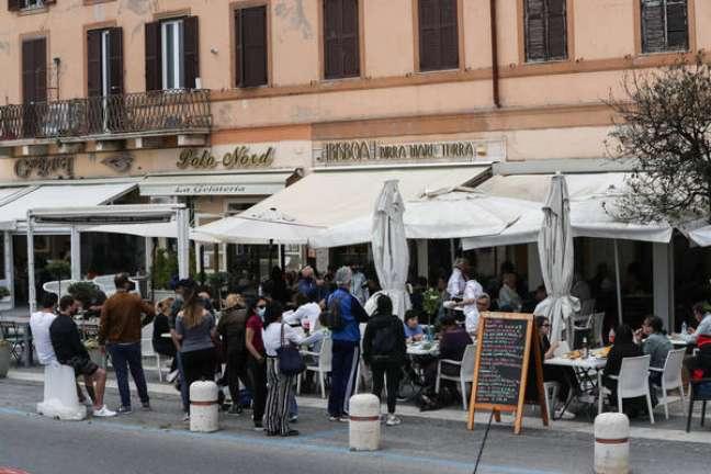 Itália tem mais 2.494 casos e 49 mortes por Covid