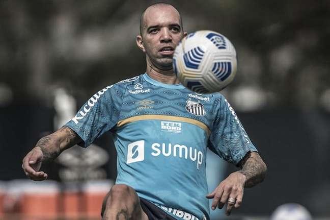 Diego Tardelli ainda busca um melhor condicionamento físico (Foto: Ivan Storti/Santos FC)