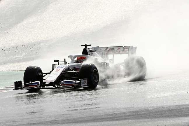Nikita Mazepin se desculpou por prender Lewis Hamilton no GP da Turquia