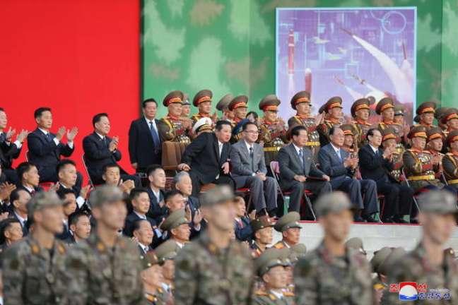 Evento na Coreia do Norte mostrou soldados fazendo exibição de força