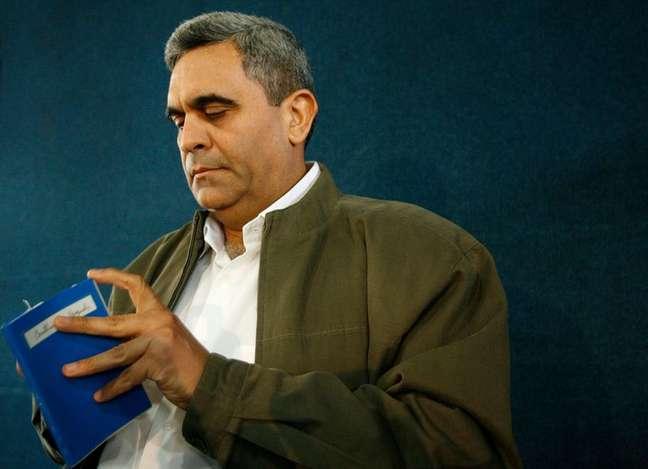 Raul Baduel, ex-ministro da Defesa da Venezuela, antes de entrevista à imprensa em Caracas em 2007 05/11/2007 REUTERS/Jorge Silva