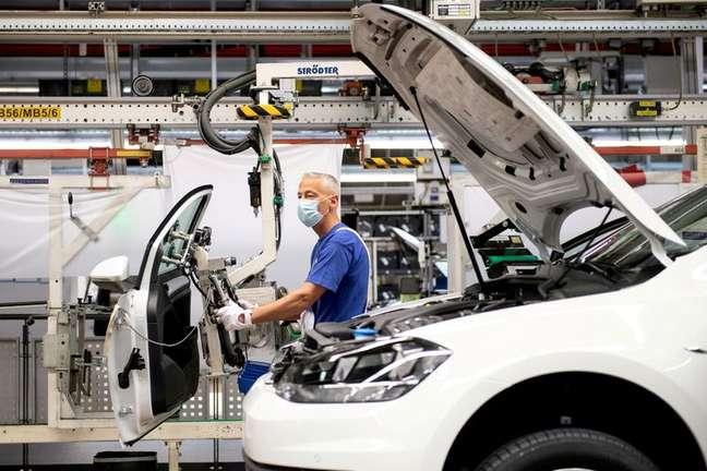 Fábrica da Volkswagen em Wolfsburg, Alemanha  27/4/2020   Swen Pfoertner/Pool via REUTERS