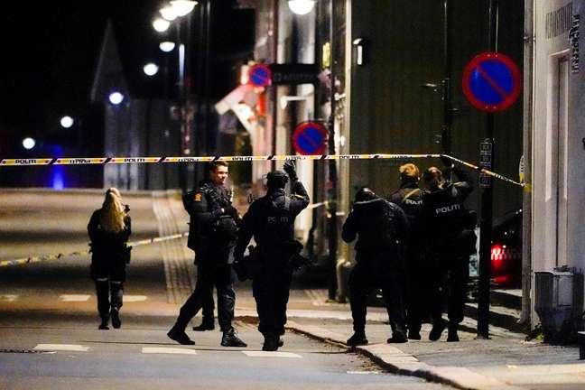 Ataques na cidade de Kogsberg, na Noruega, deixa vários mortos, segundo a polícia local