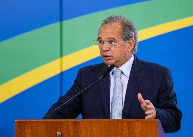 Para Paulo Guedes, 'erro' na estimativa do FMI para o PIB do Brasil é resultado do 'barulho político'.