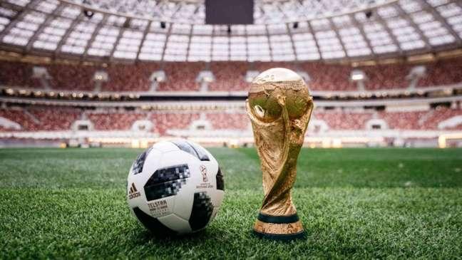 Adidas é parceira da Fifa desde 1970 e tem contrato com a entidade até 2030 (Foto: ARSEN GALSTYAN / AFP)