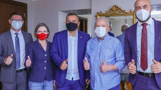 Lula e a presidente do PT, Gleisi Hoffmann, em encontro com o presidente do PROS, Eurípedes de Macedo. Partido compôs a coligação que reelegeu Dilma, mas seus deputados votaram em maioria pelo impeachment