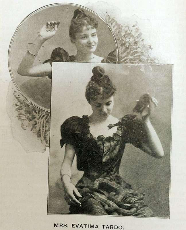 Postal da época mostrando Evatima Tardo com cobras e pregos