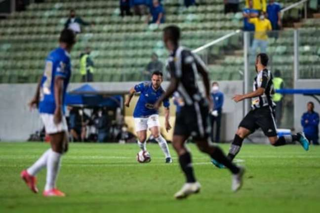 Muitos bons lances foram criados no duelo Raposa e Fogão, mas a rede não balançou no horto-(Foto: Bruno Haddad/Cruzeiro)