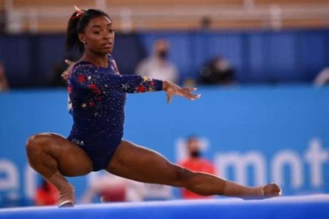 Simone Biles desistiu de disputar a final do solo na Olimpíada devido a problemas emocionais (MARTIN BUREAU / AFP)