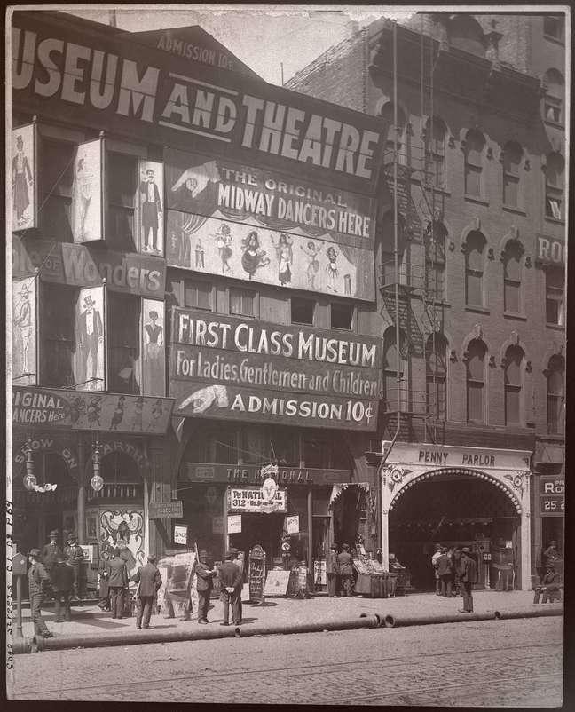 Evatima Tardo, assim como Harry Houdini, aparecia em museus por dez centavos, que era a taxa de entrada. Os locais de entretenimento eram populares entre a classe trabalhadora nos séculos 19 e 20 na América.