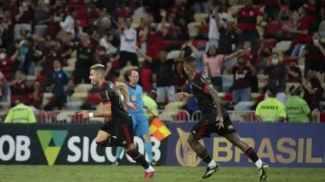 Andreas vibra após marcar golaço de falta contra o Juventude (Alexandre Vidal /Flamengo)