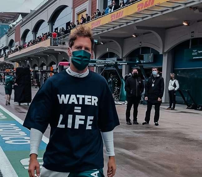 Na Turquia, Vettel usou camiseta com mensagem sobre a preservação da água
