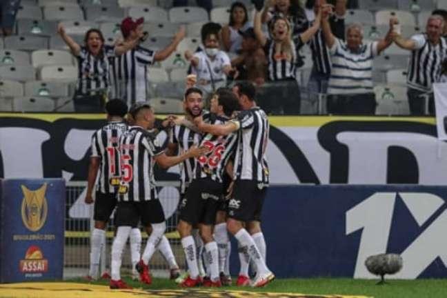 O Galo teve uma noite de muito esforço para bater o Santos-(Foto: Divulgação / Atlético-MG)