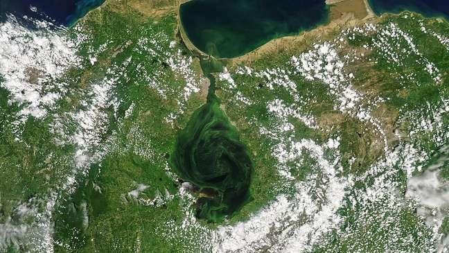 Lago de Maracaibo, no oeste da Venezuela, tem sido símbolo da indústria do petróleo e motor da economia nacional e regional