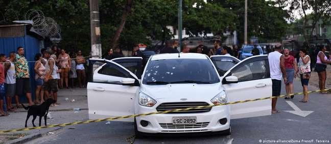 O carro de Evaldo baleado após a ação militar em Guadalupe, na Zona Norte do Rio