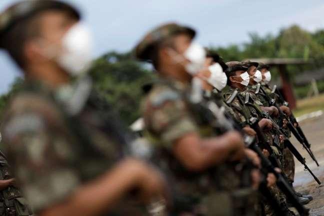 Soldados do Exército antes de operação de patrulhamento da fronteira com a Colômbia em São Gabriel da Cachoeira, no Amazonas 02/03/2021 REUTERS/Ueslei Marcelino
