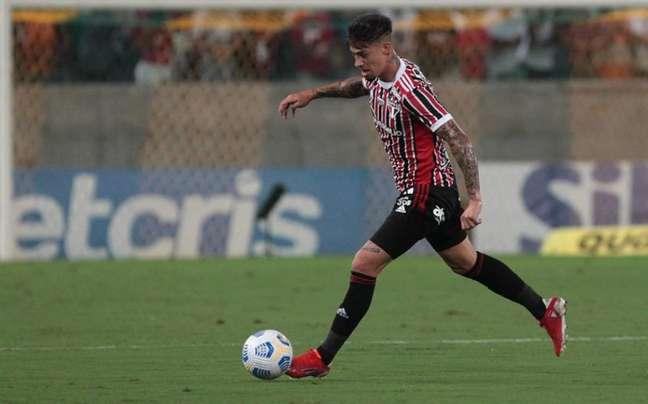 Rigoni teve detectado um pequeno estiramento na coxa e desfalcará o São Paulo (Foto: Rubens Chiri/saopaulofc.net)