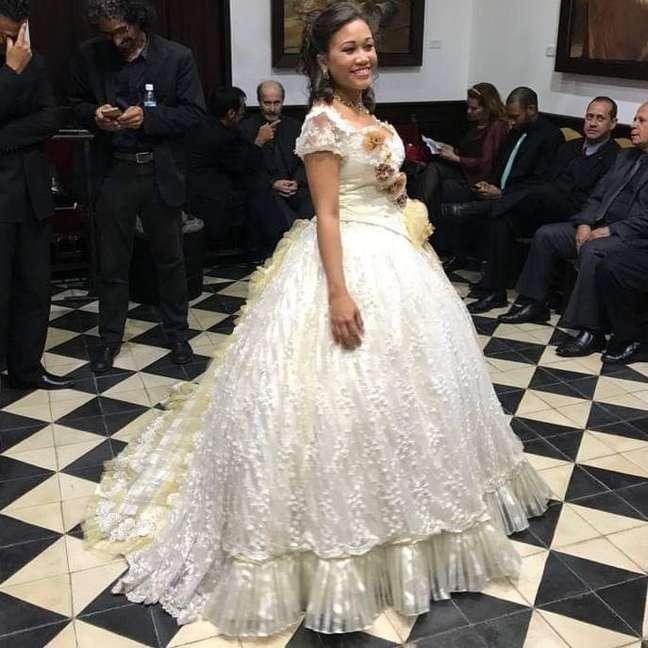 Artista vestida para apresentação na Venezuela