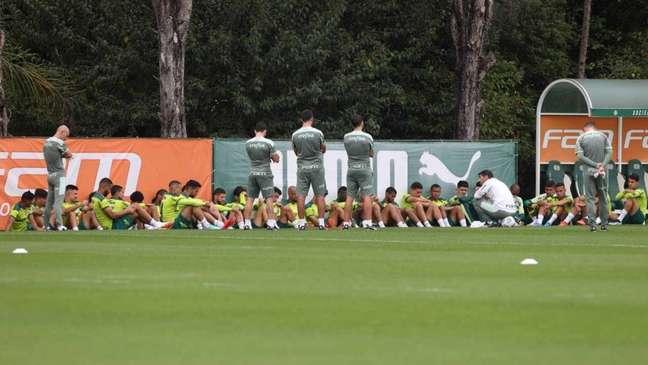 Abel reuniu os jogadores na Academia de Futebol para uma conversa (Foto: Cesar Greco/Palmeiras)